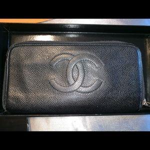 Vintage Chanel zippy wallet